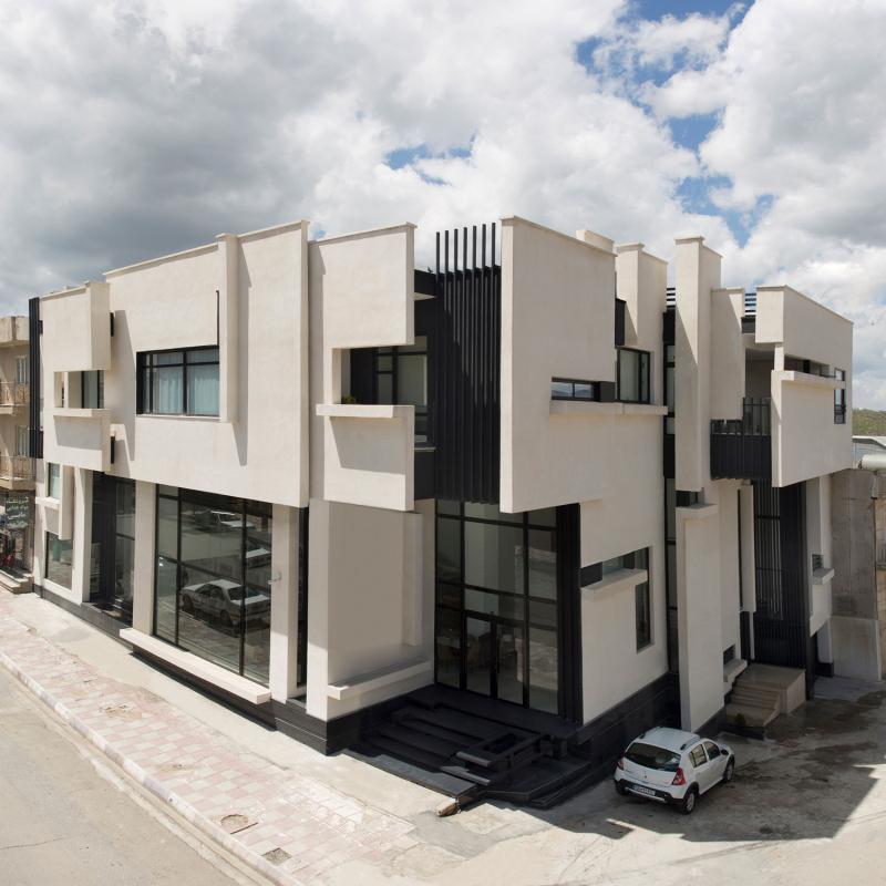 ساختمان تجاری و مسکونی مرز